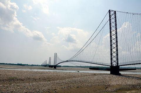 दक्षिण एशियाकै लामो नदीमाथि झोलुङ्गे पुल मर्मत