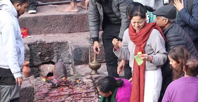 आमालाई सम्झदैं अभिनेत्री शर्माले लेखिन् भावुक स्टाटस- एउटा साथी, एउटा संरक्षक, दु:ख बिसाउने काख सबै गुमाए..