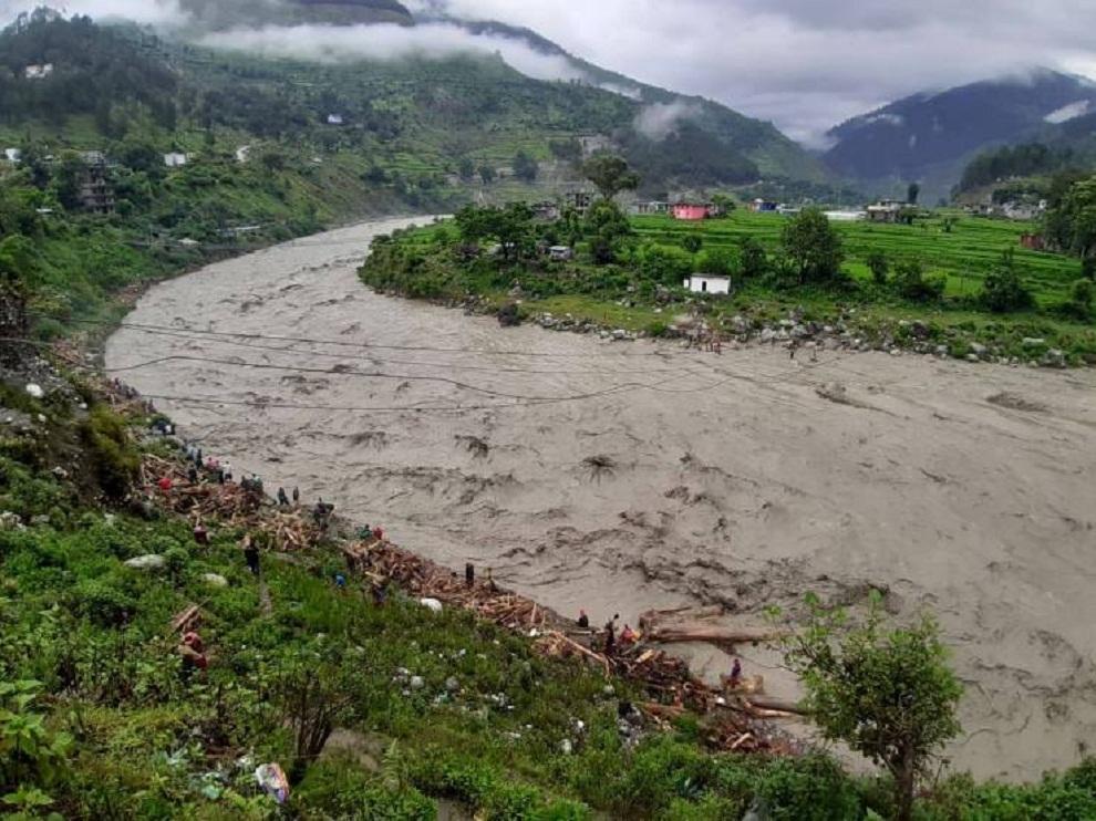सेती नदीमा दुई स्वास्थ्यकर्मी बेपत्ता