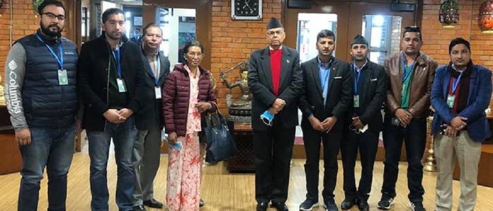 दाहाल-नेपालका नेता झलनाथ खनाल उपचारका लागी दिल्ली प्रस्थान