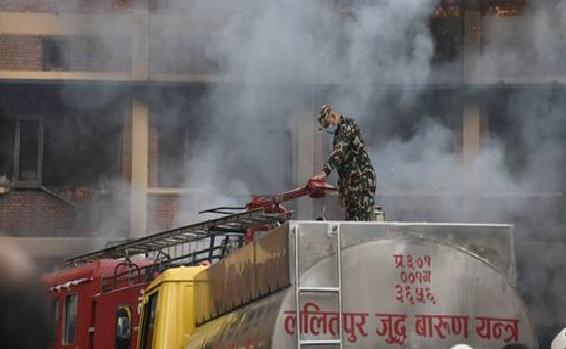 आगो नियन्त्रणमा नेपाली सेना (तस्विरहरु)