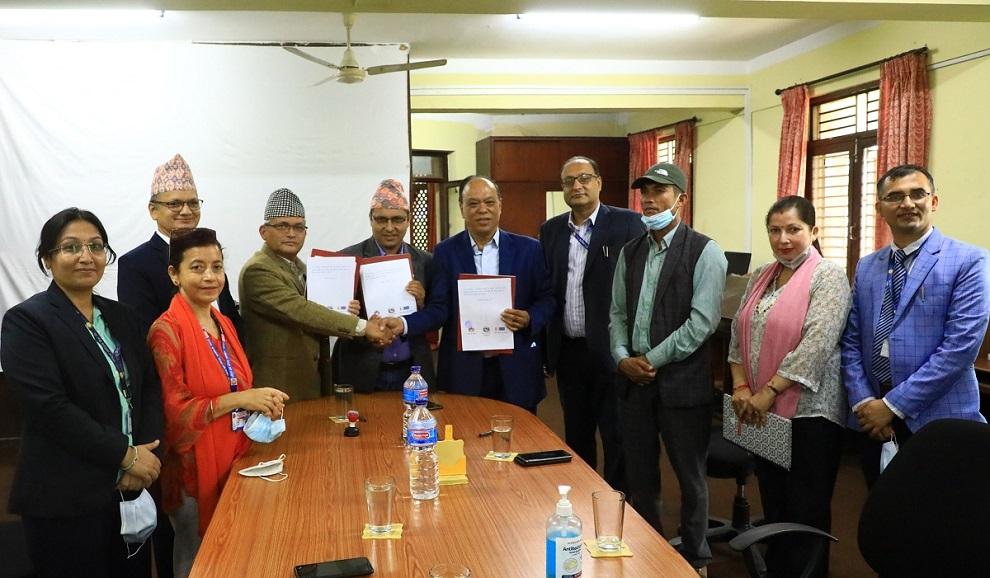 राष्ट्रिय वाणिज्य बैक, राष्ट्रिय युवा परिषद् र चैनपुर नगरपालीकाबीच सम्झौता
